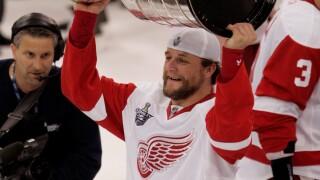 Darren McCarty hoists Stanley Cup trophy