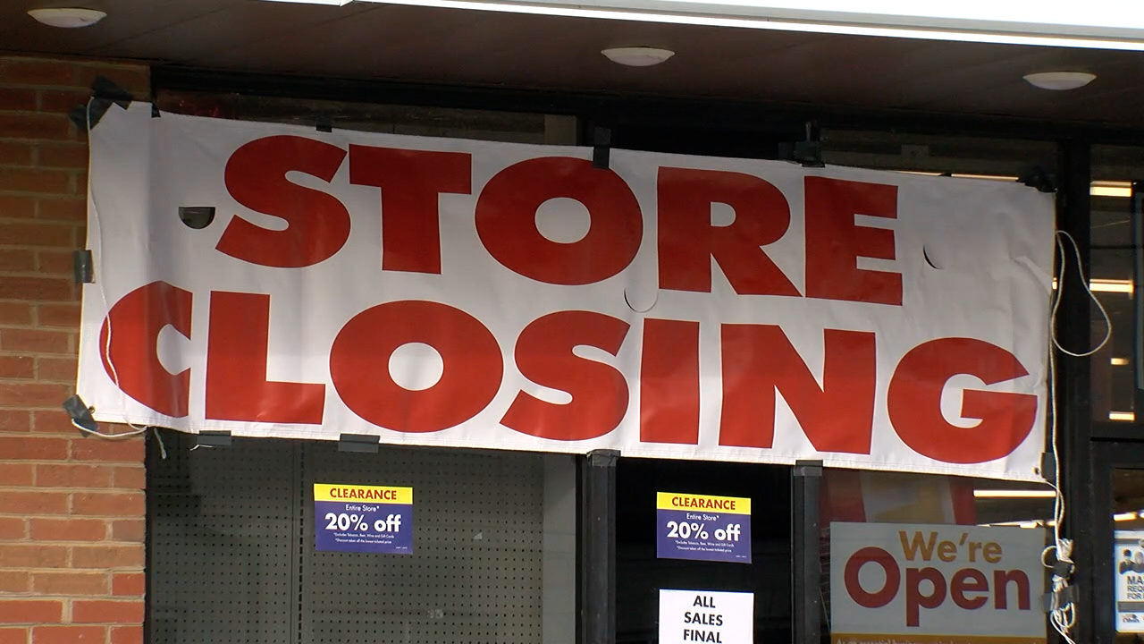 Madisonville store closing sign.png