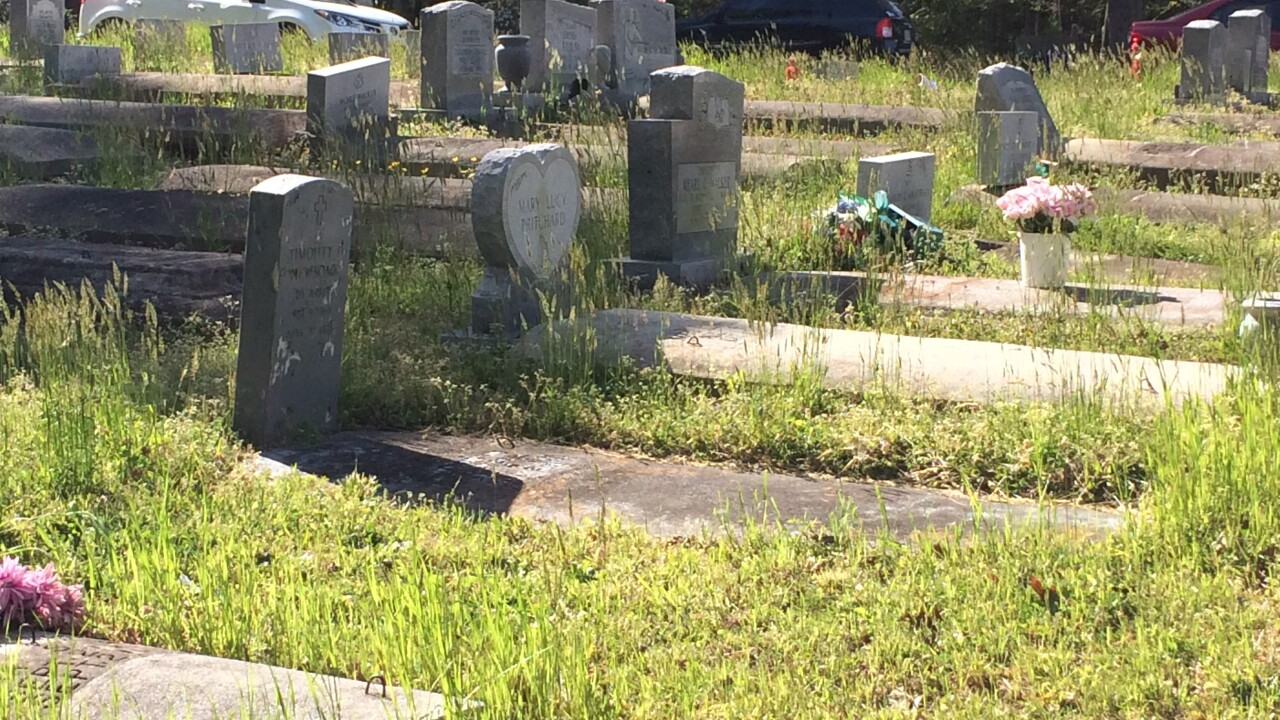 Community steps in to help Suffolk churchcemetery