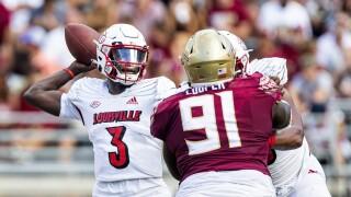 Louisville Cardinals QB Malik Cunningham passes vs. Florida State Seminoles in 2021