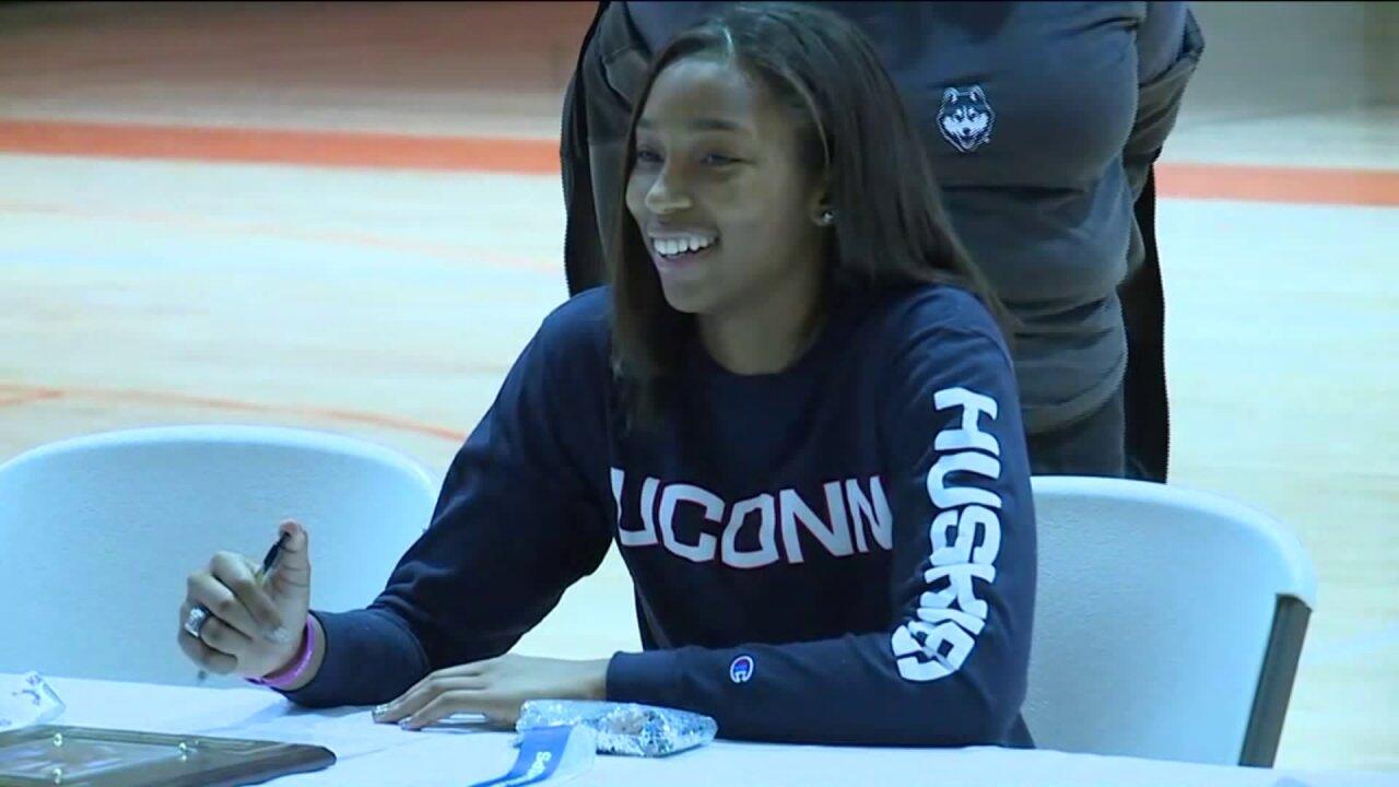 Monacan High basketball star Megan Walker picksUConn