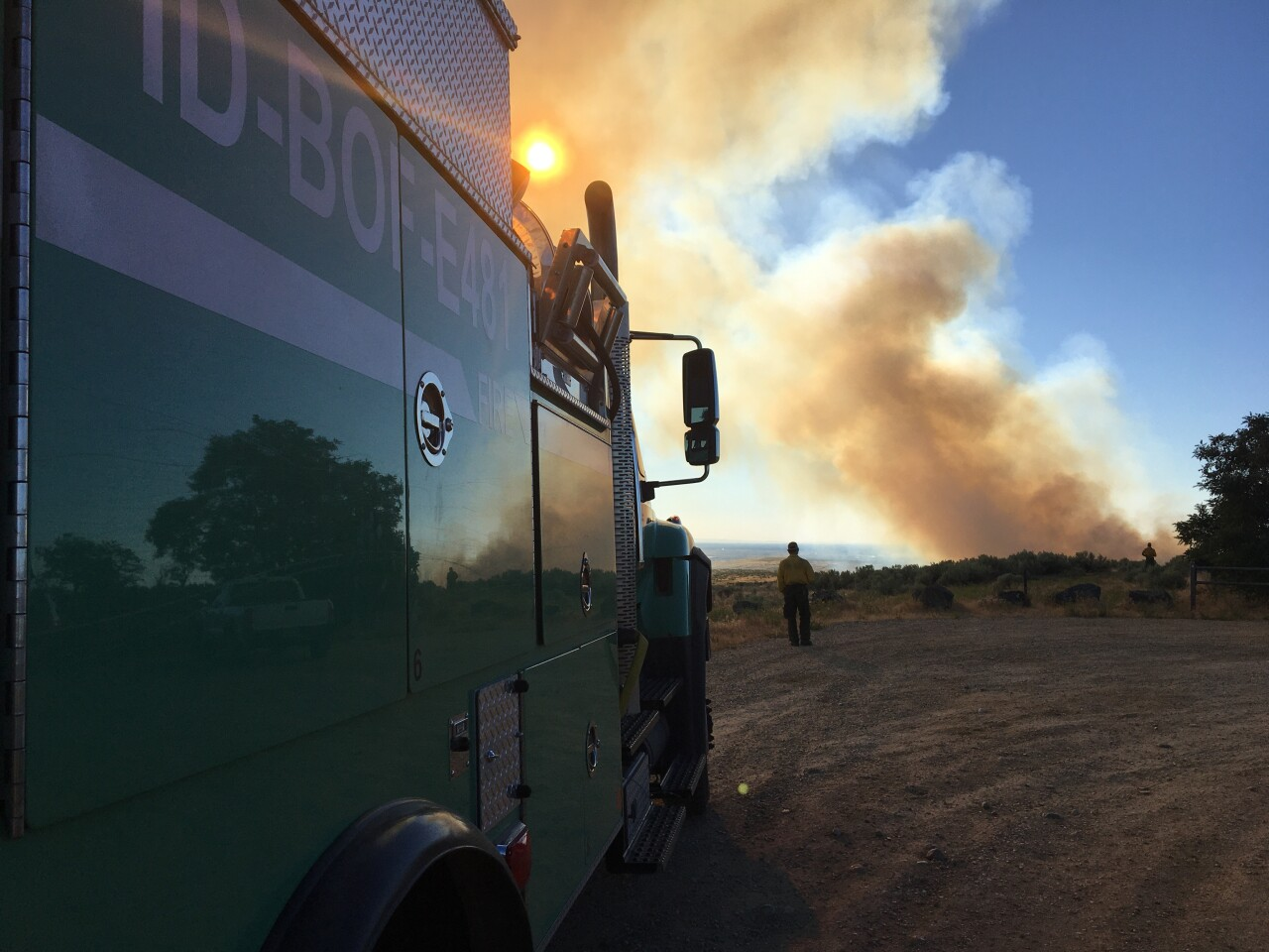 Wildfire near Lucky Peak Reservoir, Boise BLM vehicles