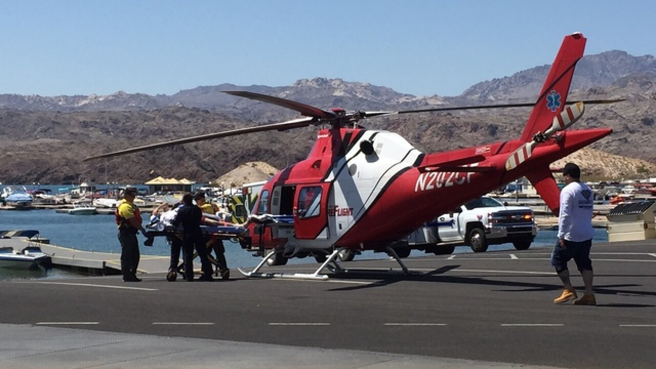 2 hurt in crash on Lake Mohave