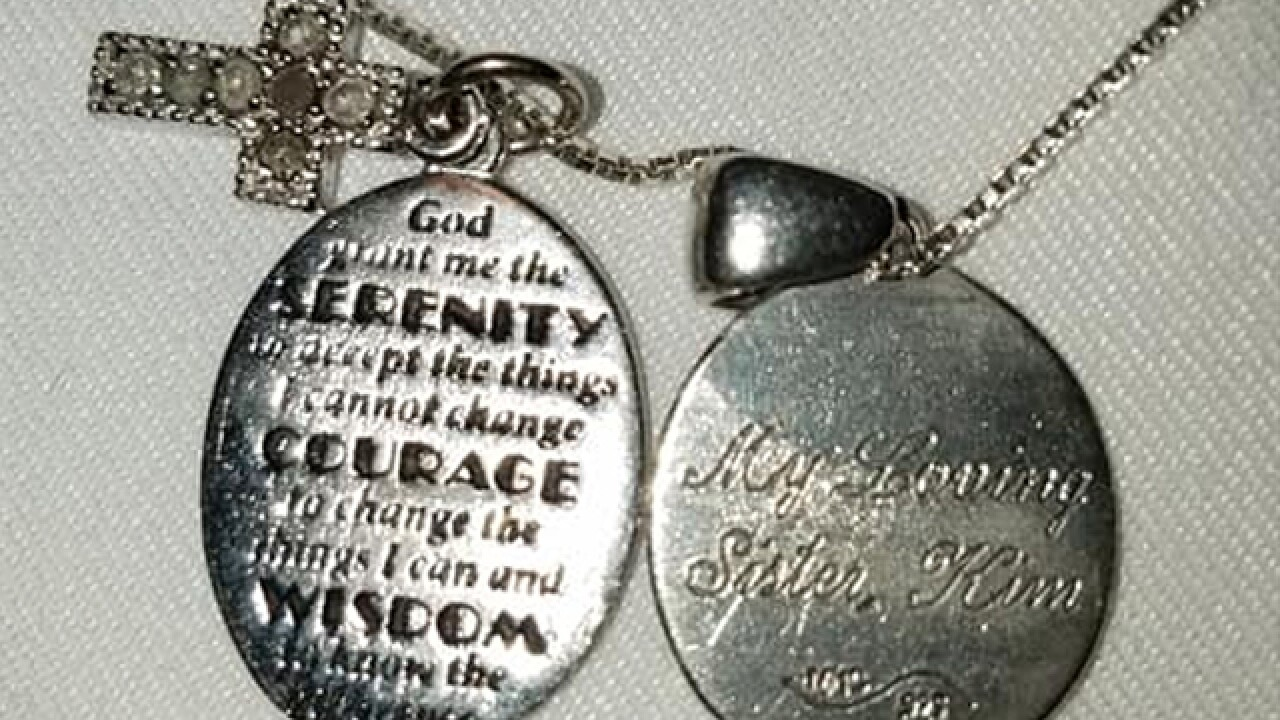 Woman Finds Necklace At Jason Aldean Concert, Seeks To Find Owner