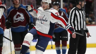 Caps rally for 3-2 win over Avs, Ovechkin still at 698 goals