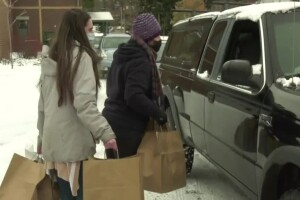 Dozens of MSU volunteers show up to deliver Thanksgiving meals to quarantined students