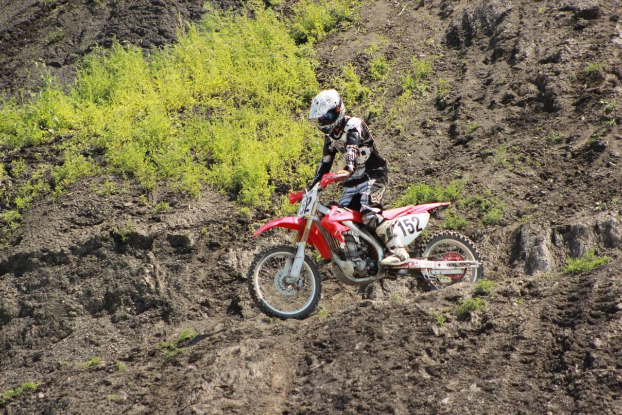 Derek Riddle riding
