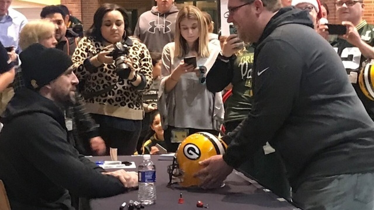 Eau Claire man gives up his spot in line to meet Aaron Rodgers for New Jersey boy