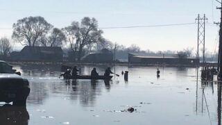 bellevue flooding police on boat