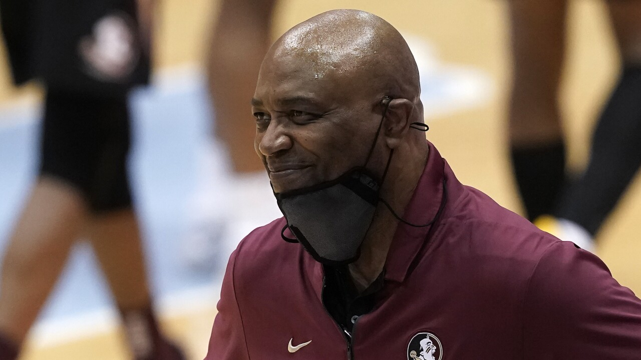 Florida State Seminoles head coach Leonard Hamilton smiles during game at North Carolina Tar Heels in 2021