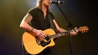 Woman helps man short on cash, finds out he's country music singer Keith Urban