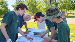 Helena boy scouts help cemetery find their veterans