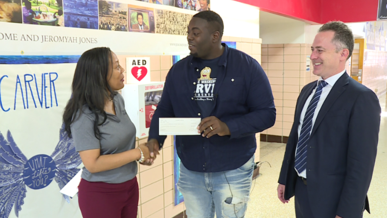 Richmond teacher whose 'act of kindness' went viral donates to formerschool