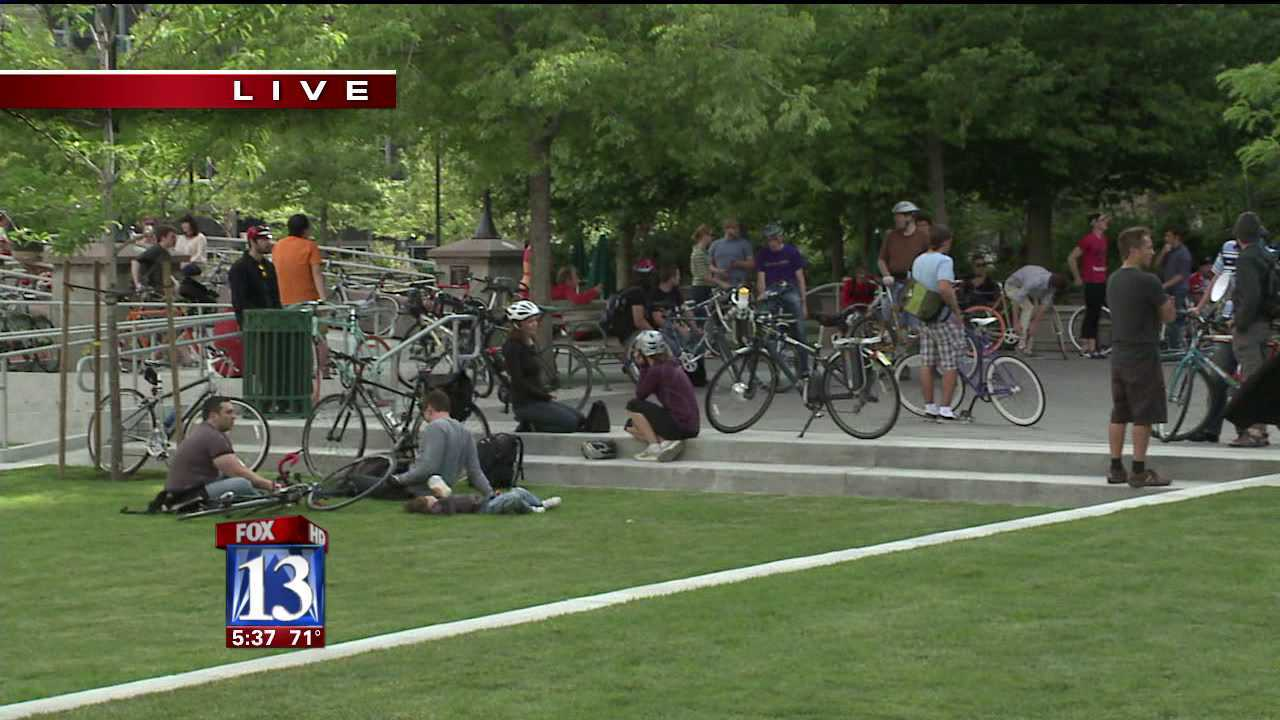 'Critical Mass' event brings bicyclists out to raise safety awareness