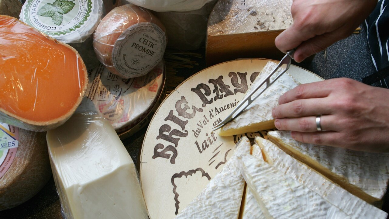 China lifts ban on European stinky cheese imports