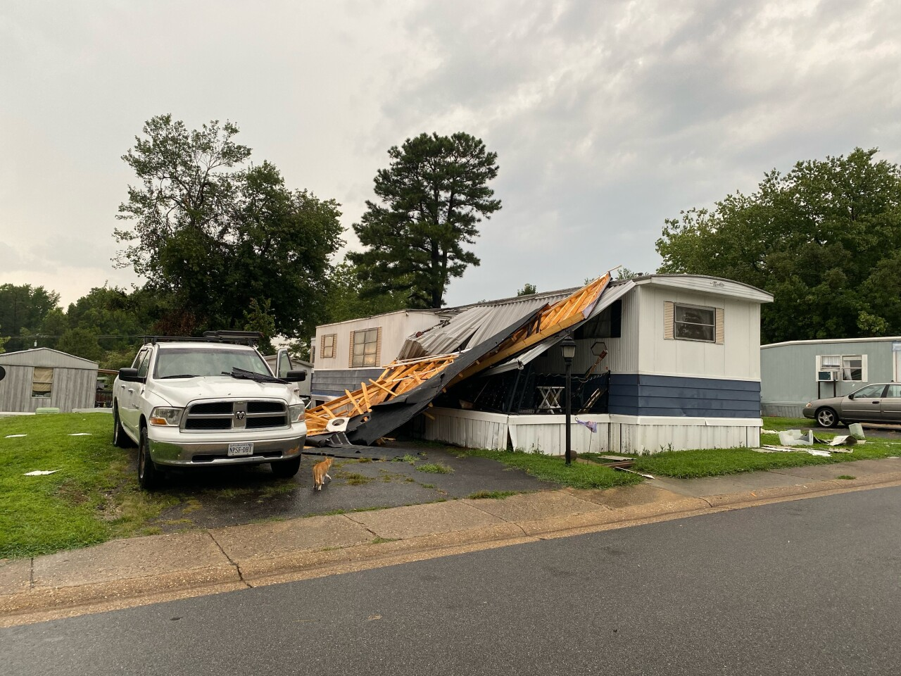 Mobile home in Chesterfield County loses roof