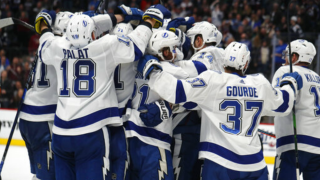 Lightning celebrate 11th straight win