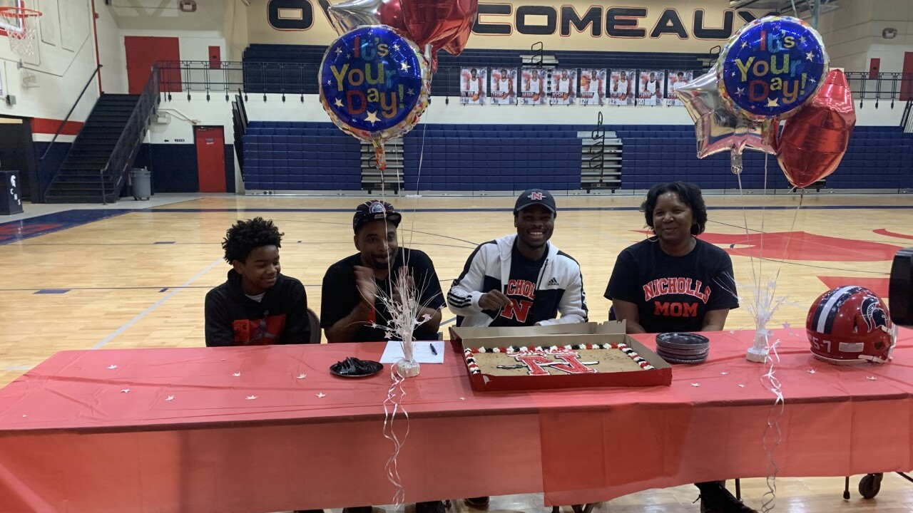 Comeaux signing day.jpg