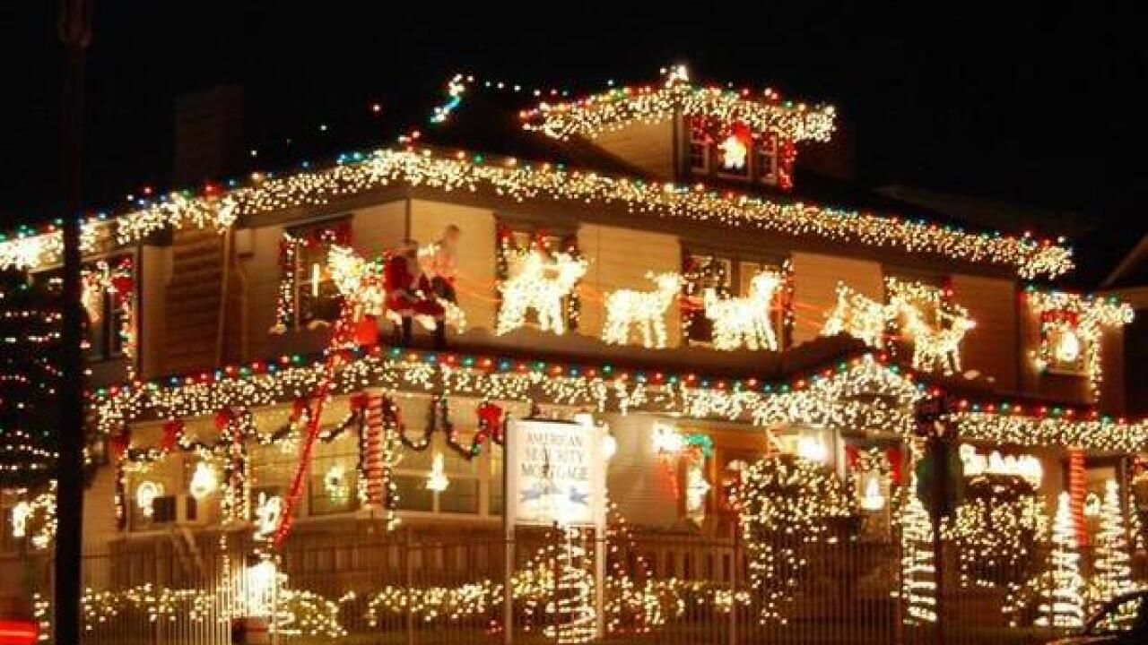 Where to find dazzling holiday light displays in San Diego