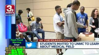 High school students try out careers in medicine