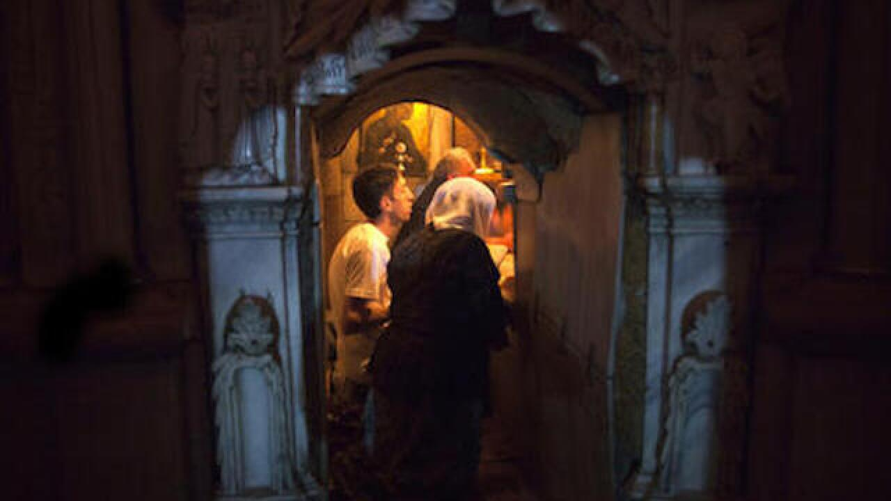 Christians begin renovating Christ's tomb