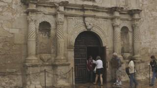 Alamo_Church_-_panoramio.jpg