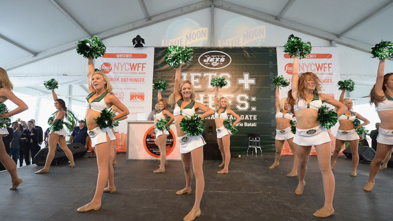 NY Jets settle cheerleaders' wage dispute