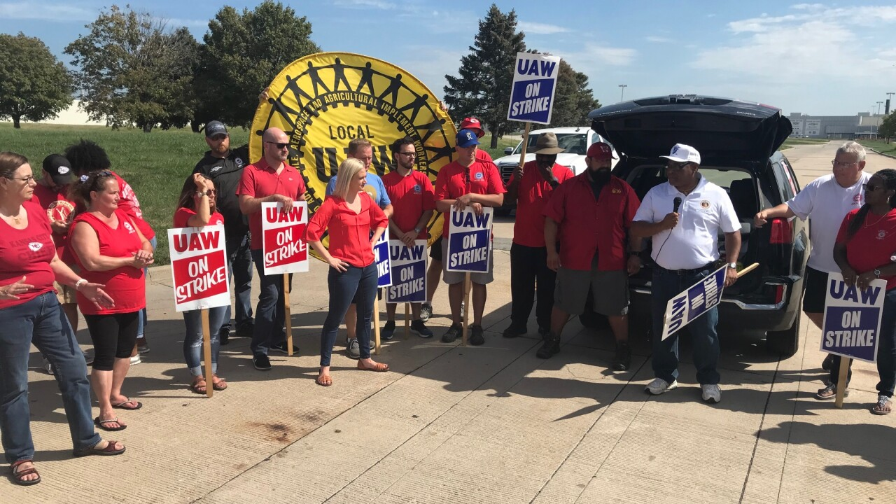 UAW protest day 5 lawmakers-1