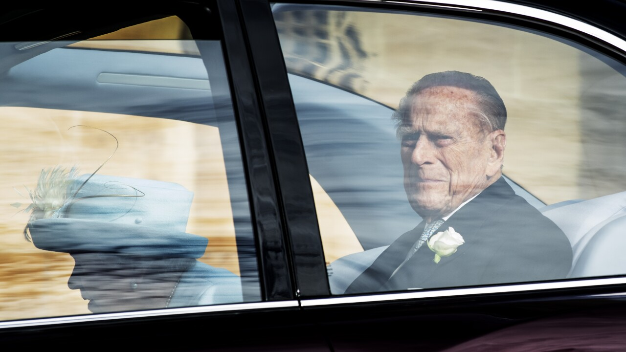 Prince Philip spotted driving without a seatbelt 48 hours after car crash