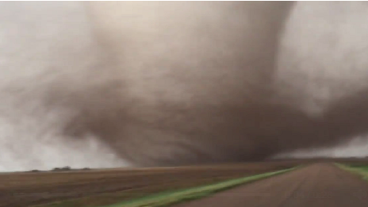 At least 4 tornado touchdowns in Illinois