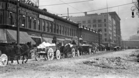 Big_snow_of_December_1913_16th_Street_toward_Broadway (1).jpg
