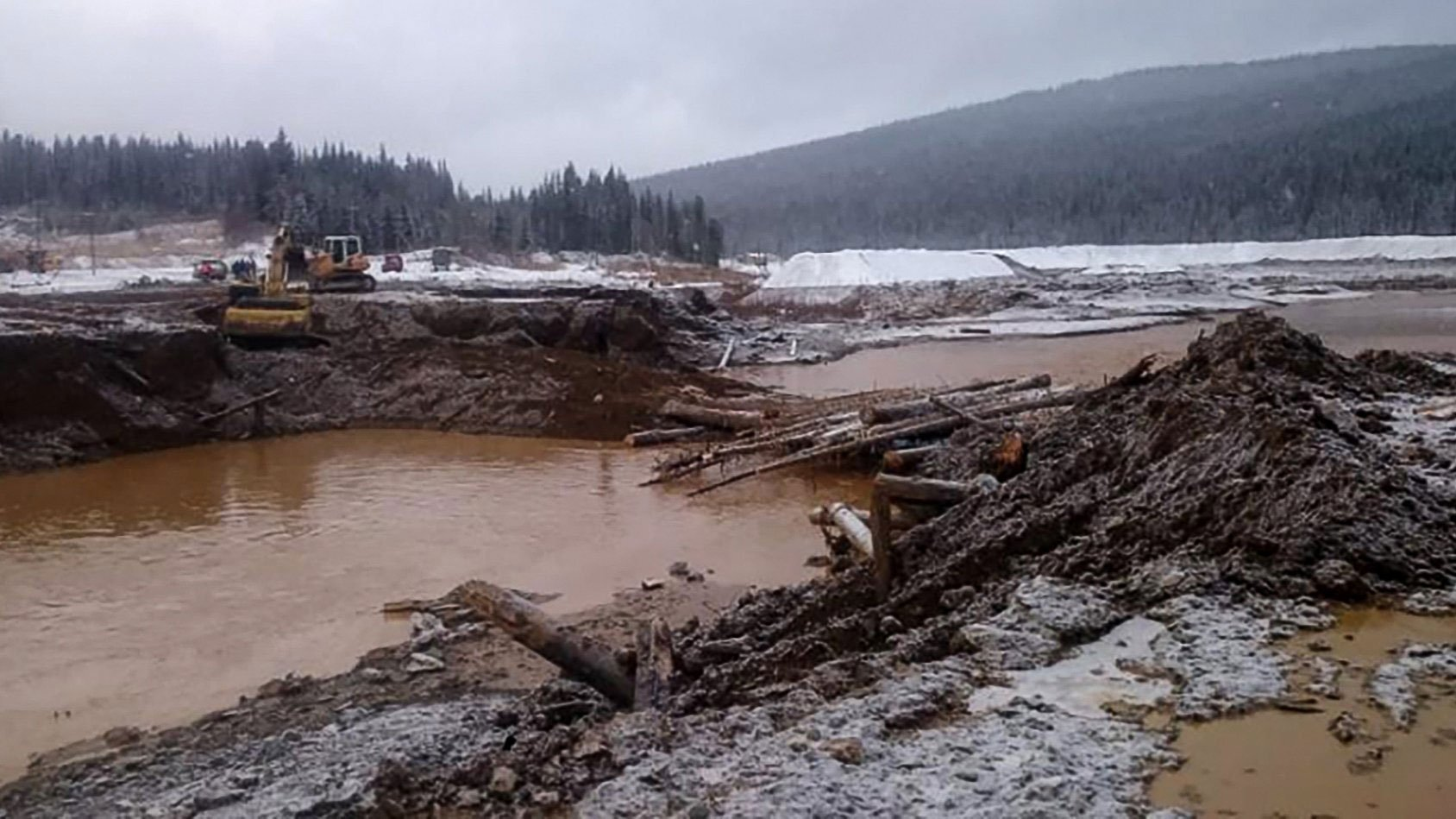 Photos: At least 15 killed after Siberia dam collapse