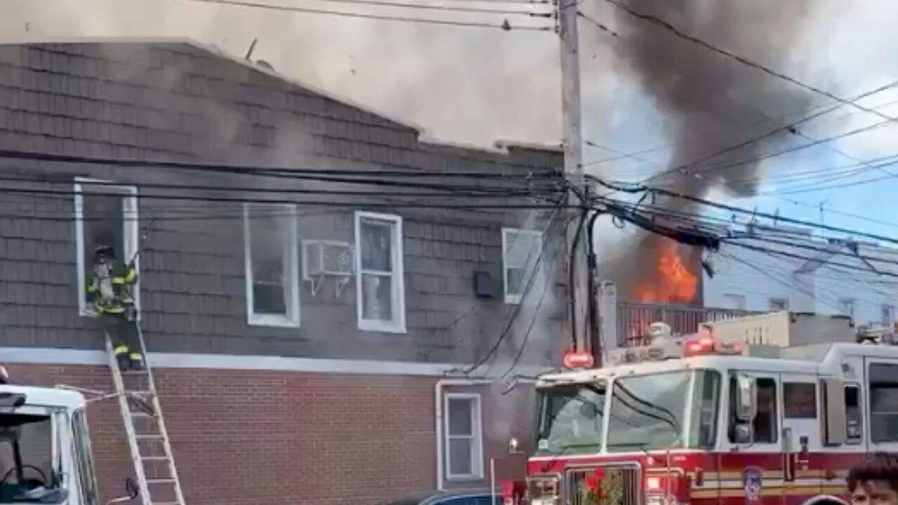 8 injured when massive Queens fire spreads to multiple homes: FDNY