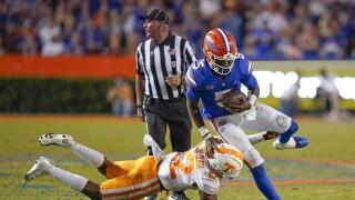 Florida Gators QB Emory Jones avoids Tennessee Volunteers safety Jaylen McCollough in 2021