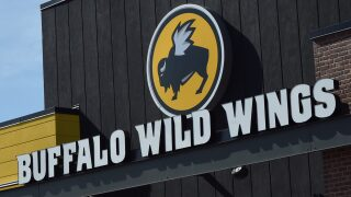 Buffalo Wild Wings promises free wings if Super Bowl goes into overtime