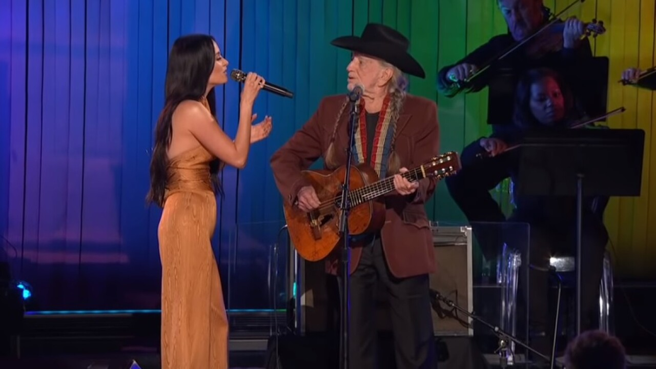 Willie Nelson and Kacey Musgraves share sweet CMA Awards duet