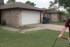 Calallen teacher offering free lawn care services