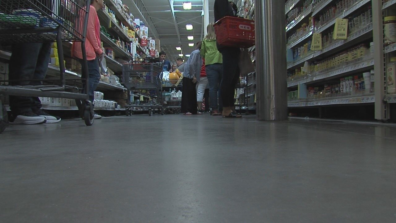 Central Texas grocery stores busy with last-minute shoppers