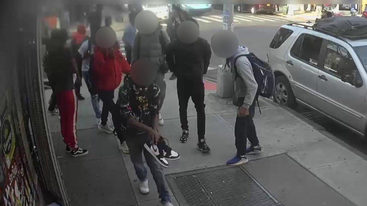 Group of teens viciously attack, rob 15-year-old girl