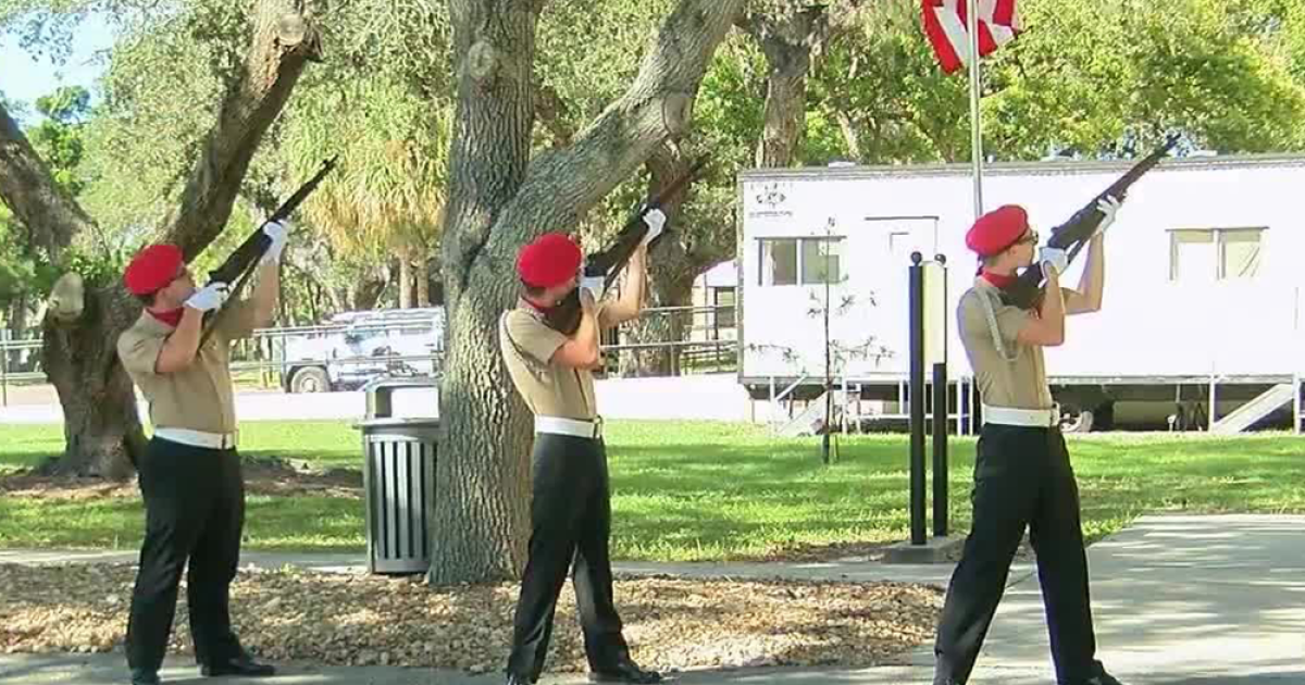 Rep. Crist, hundreds gather in Pinellas Co. for Veterans Day event