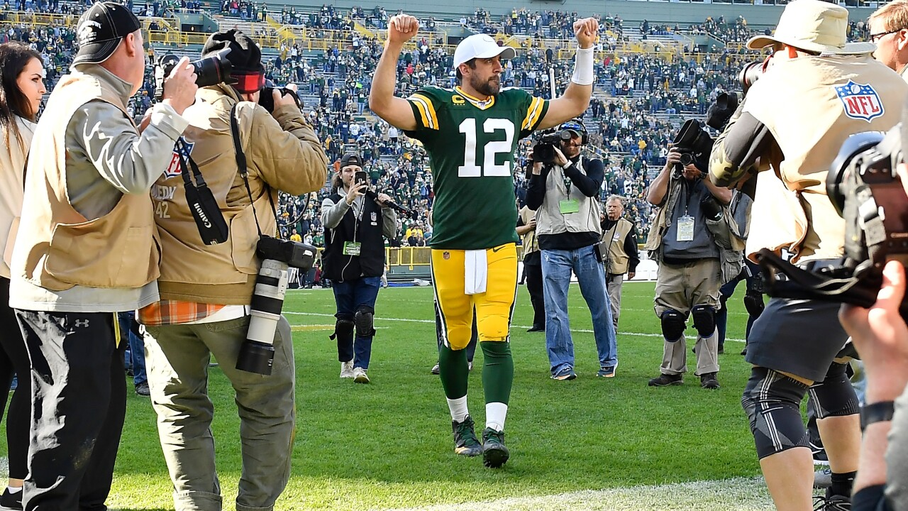 Aaron Rodgers leaving field