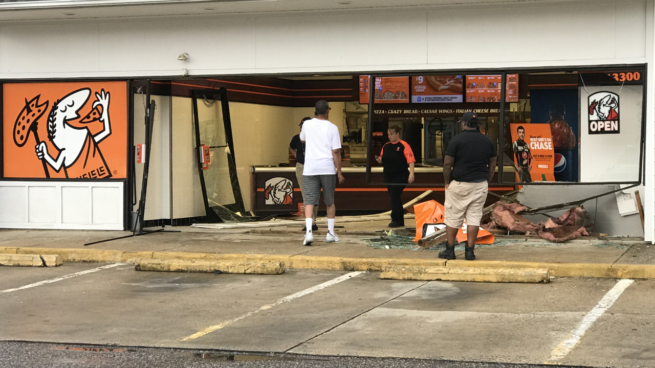 Driver crashes into Little Caesars in Midlothian