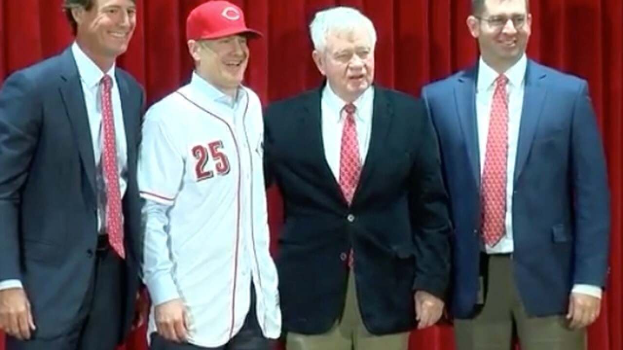 LIVE: David Bell named Reds field manager