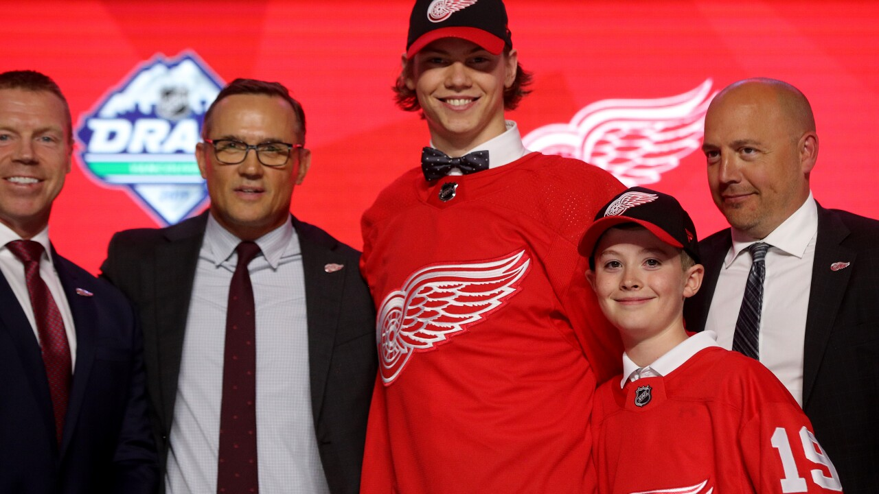 Red Wings sign first round pick Moritz Seider to three-year entry level contract