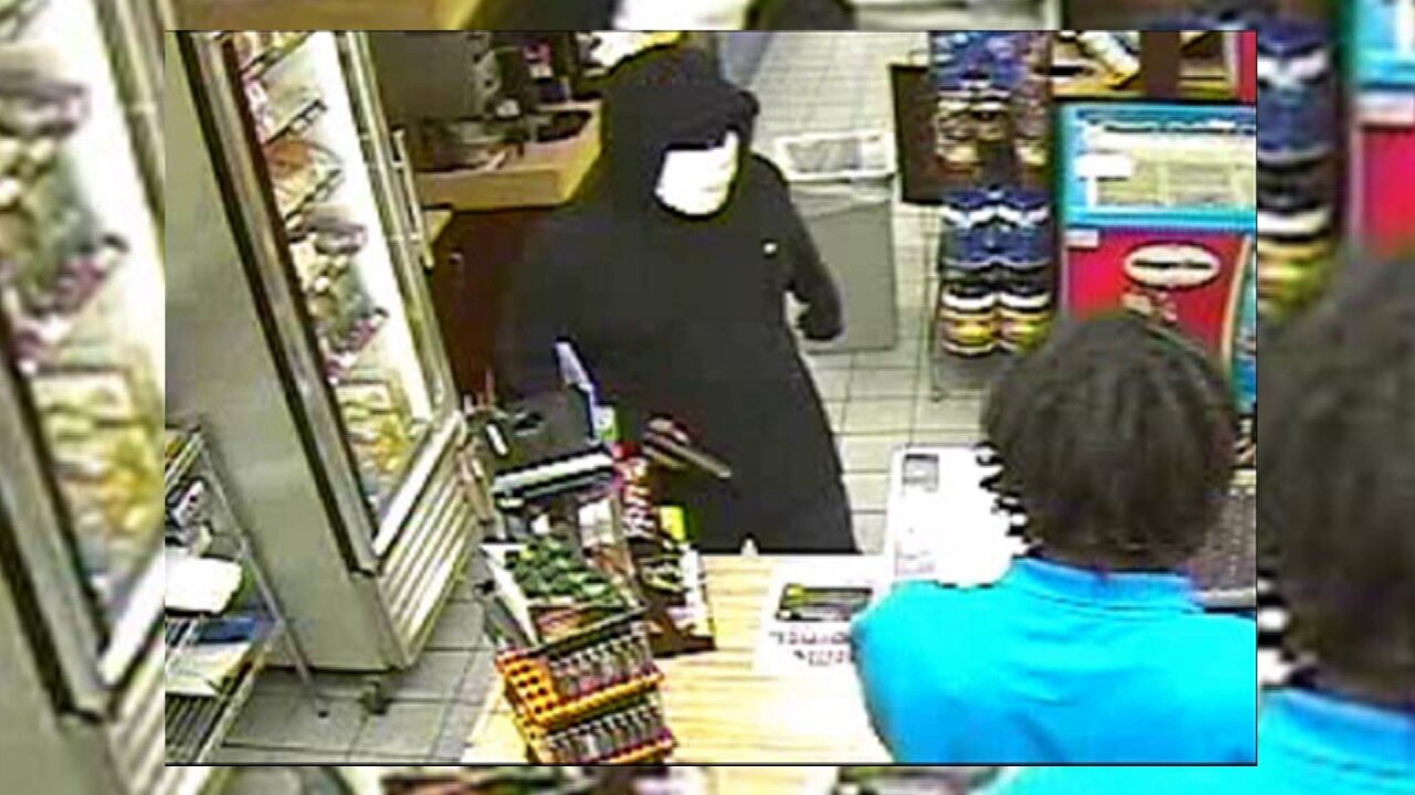 Police looking for Newport News convenience store robberysuspect
