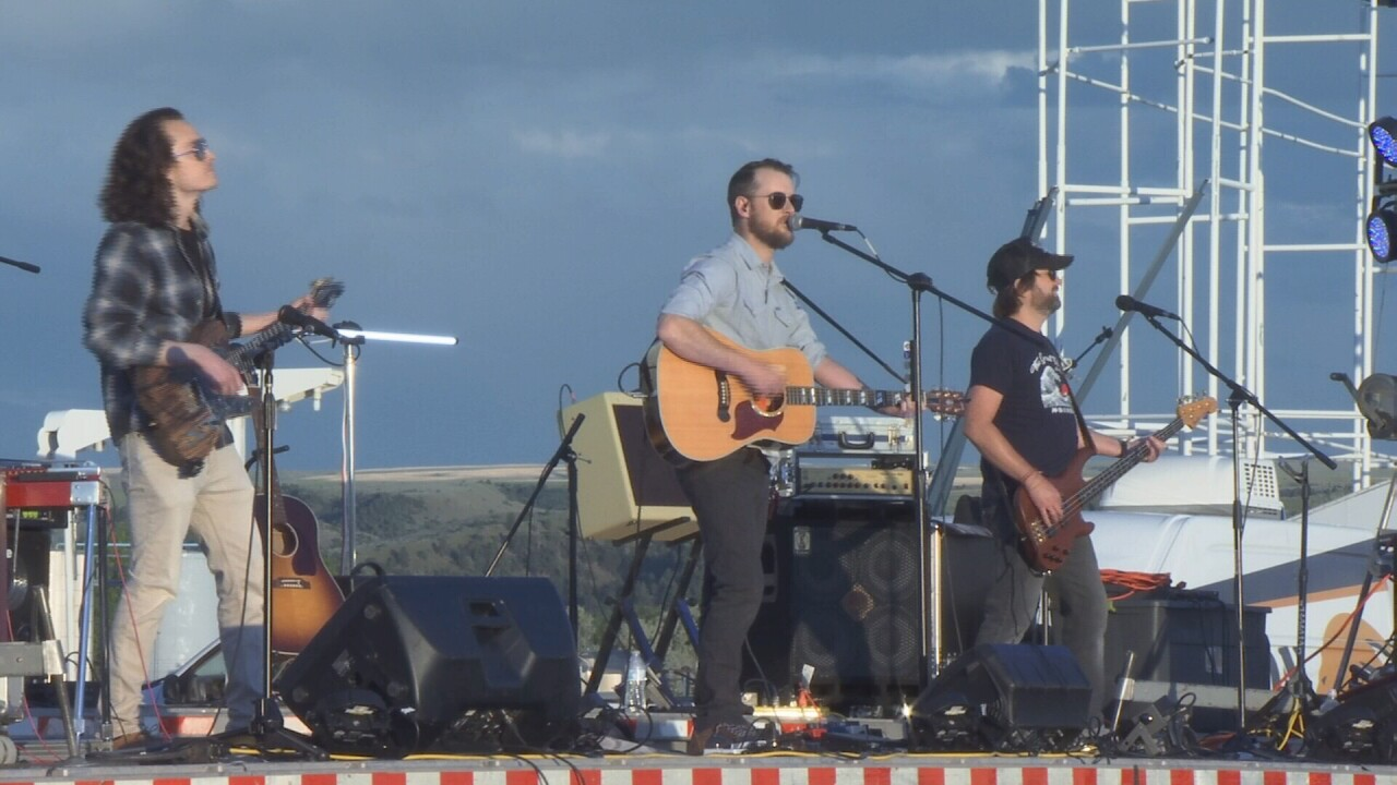 Flatbed Friday Night brings live music to Laurel drive-in theater