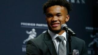Oklahoma's Kyler Murray edges Alabama's Tua Tagovailoa for Heisman