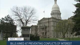 New bills may require lawmakers' financial disclosures