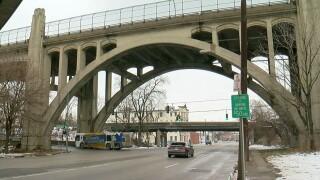 Western_hills_viaduct.jpg