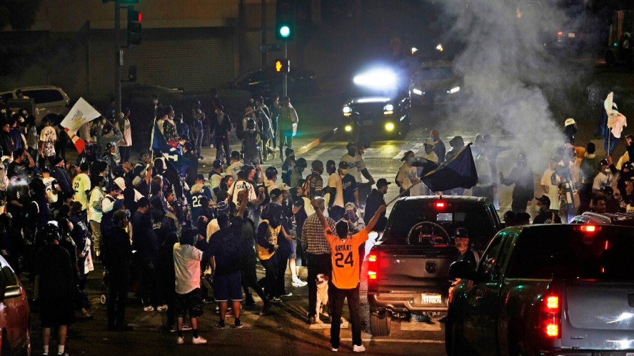 18 Arrested 3 Officers Injured As Fans Celebrate Los Angeles Dodgers World Series Win